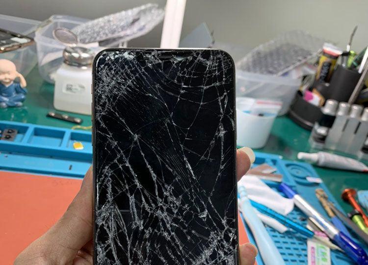 iPhone X be mat kinh