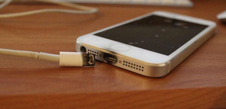 Thay Chân Sạc iPhone 12