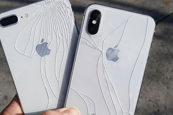 Vỏ iPhone SE 2020 bị hư hỏng
