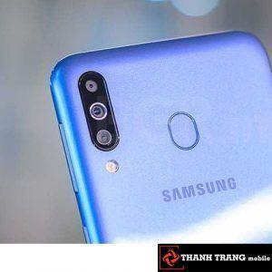 Camera sau Samsung M