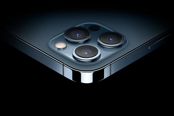 thay-kinh-Camera-sau-cua-iPhone-12-Pro